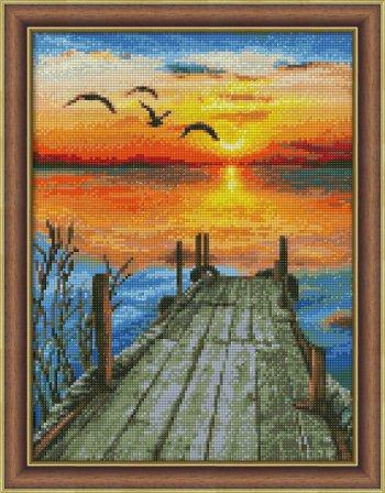 "Собранная мозаика АЖ-1493 ""Закат на озере"" оформлена в раму"
