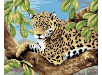 Леопард в лесу